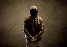 Hemlig med huva främling i mörkret Fotografering för Bildbyråer