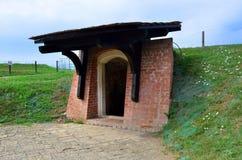 Hemlig tunnelingång - Carolina citadell i Alba Iulia, Rumänien Arkivfoton