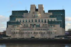 Hemlig underrättelsetjänstbyggnad London Royaltyfri Bild