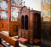 Hemlighet av en bikt katolicism royaltyfri fotografi
