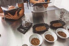 Hemligheter av framställning av smakligt stärkande kaffe Royaltyfri Foto