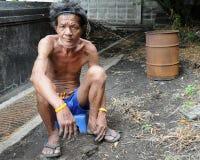 Hemlös man i Bangkok Arkivbild