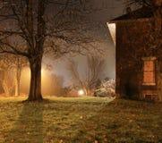 Hemmastadd glödande natt arkivfoto