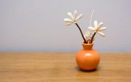 Hemmastadda konstgjorda blommor för garnering Arkivbild