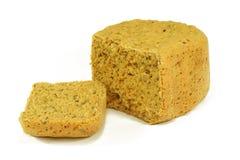 Hemmet gjorde bröd med frö och röd paprika Arkivbilder