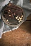 Hemmet gjorde chokladstänger med hasselnöten Royaltyfri Foto
