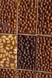 Hemmet gjorde chokladstänger som bakgrund Arkivbild
