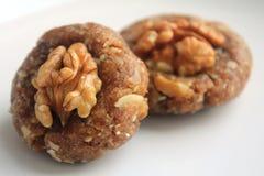 Hemmet gjorde sötsaker med valnötter Arkivbild