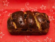 Hemmet som nytt gjordes, bakade traditionell romanian cozonac för julXmas-sockerkakan royaltyfria foton