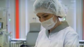 Hemodialyse, kunstnierapparaten Redden van mensenlevens stock footage