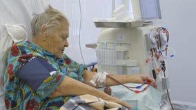 Hemodialysis Maszynowy sztuczny cynaderki Odłącza pacjenta od krwionośnego przetaczania aparata zdjęcie wideo