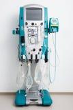 Hemodialysismaskin med rör och installationer Royaltyfri Foto