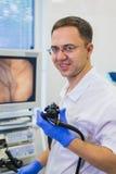 Hemorroidal στην αρχή Ligador εκμετάλλευσης γιατρών Proctologist Στοκ Εικόνες