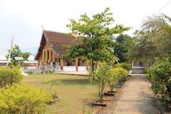 Hemtrevlig buddistisk kloster i Laos Royaltyfri Foto