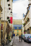 Hemtrevlig fransk gata Royaltyfri Foto