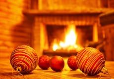 Hemtrevlig julhelgdagsafton hemma Arkivfoto