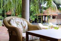 Hemtrevlig vardagsrum på en feriesemesterort Royaltyfri Fotografi