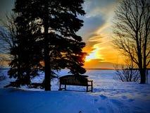 Hemtrevlig vinterafton arkivbild