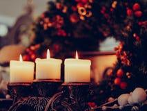Hemtrevlighet för hem för krans för attribut för julhelgdagsafton royaltyfria bilder
