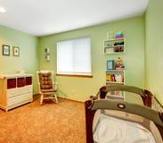 Hemtrevligt barnkammarerum royaltyfria foton