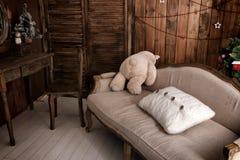 Hemtrevligt rum i lantlig stil Fotografering för Bildbyråer