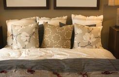 Hemtrevligt sovrum royaltyfri fotografi