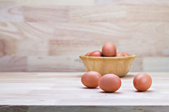 Hen's eggs in wooden bowl Royalty Free Stock Photos