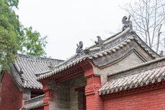 HENAN, CHINA - 4 de noviembre de 2015: Tejado en el templo de Huishan (mundo de la UNESCO Imagenes de archivo