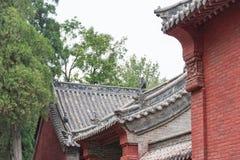 HENAN, CHINA - 4 de noviembre de 2015: Tejado en el templo de Huishan (mundo de la UNESCO Fotografía de archivo libre de regalías