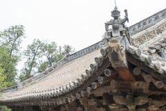 HENAN, CHINA - 4 de noviembre de 2015: Tejado en el templo de Huishan (mundo de la UNESCO Fotos de archivo