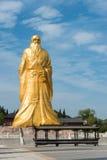 HENAN KINA - Augusti 20 2015: Laozi staty på det Hangu passerandet scenisk Ar Royaltyfri Bild