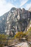 HENAN KINA - November 03 2015: Mt Songshan sceniskt område ett berömt högt Royaltyfria Bilder
