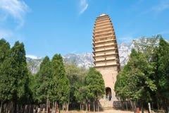 HENAN KINA - November 03 2015: Pagod på den Fawang templet ett berömt högt Arkivbilder