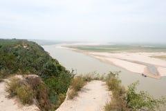 HENAN KINA - Oktober 02 2015: Yellow River (Huang He) en berömd la Arkivfoto