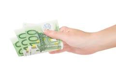 Hend держа банкноты евро Стоковое Фото