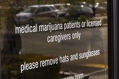 Henderson - circa diciembre de 2016: El dispensario médico de la marijuana de Las Vegas de la fuente En 2017, el pote será legal  Foto de archivo libre de regalías