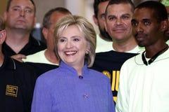 HENDERSON NV - OKTOBER 14, 2015: Demokratisk U S presidentkandidat- & gamlautrikesministern Hillary Clinton ler på Int Arkivbild