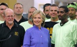 HENDERSON NV - OKTOBER 14, 2015: Demokratisk U S presidentkandidat- & gamlautrikesministern Hillary Clinton ler på Int Arkivbilder