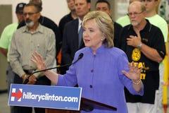 HENDERSON NV - OKTOBER 14, 2015: Demokratisk U S presidentkandidat- & gamlautrikesministern Hillary Clinton talar på Int arkivfoto