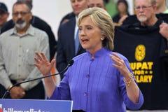 HENDERSON NV - OKTOBER 14, 2015: Demokratisk U S presidentkandidat- & gamlautrikesministern Hillary Clinton talar på Int Royaltyfria Bilder