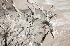 Hendiduras profundas del glaciar en Mont Blanc, lado italiano Fotos de archivo libres de regalías