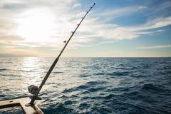 Hengel en boot op Banderas-Baai stock foto's