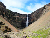 Hengifoss瀑布(冰岛) 免版税库存图片