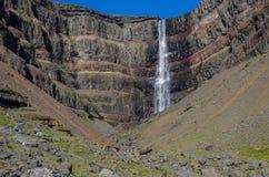 Hengifoss é a segunda cachoeira a mais alta em Islândia A maioria de s Imagens de Stock