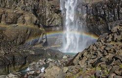 Hengifoss es la segunda cascada más alta en Islandia La mayoría del s Fotografía de archivo