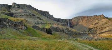 Hengifoss siklawa w Iceland Zdjęcia Royalty Free