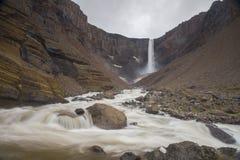 Hengifoss-Wasserfall Lizenzfreies Stockfoto