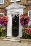 开花的英王乔治一世至三世时期门户,在泰晤士的Henley 库存图片