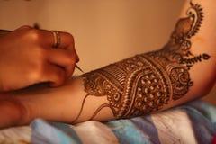 Henna artysta w pracie Zdjęcie Royalty Free
