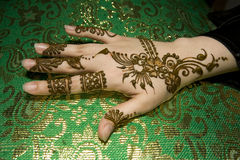 Henna molhado na mão Fotografia de Stock Royalty Free